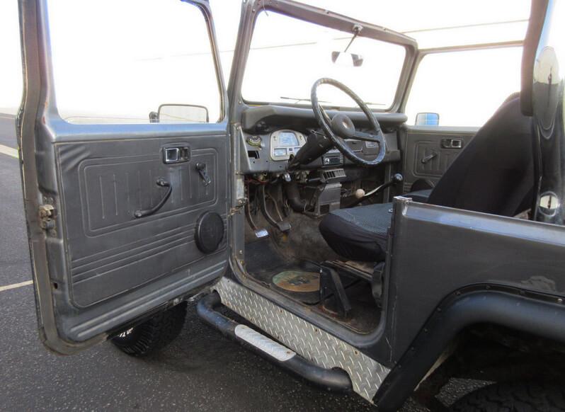 Toyota fj 40 interior