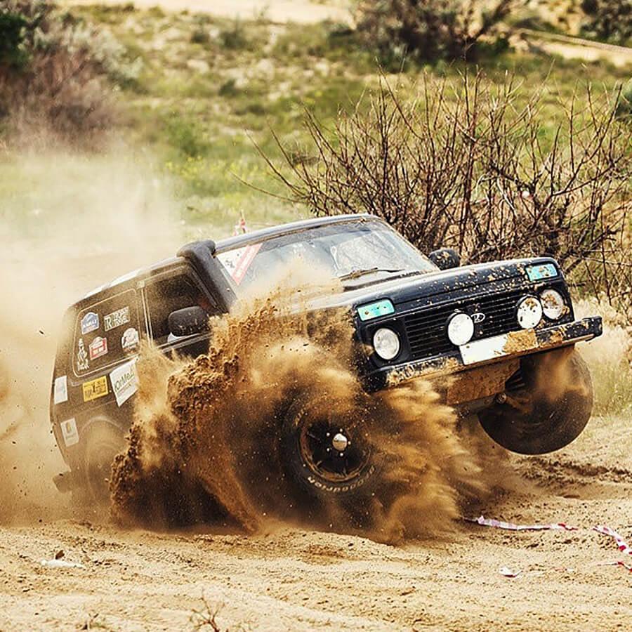 lada niva 4x4 off-road racing