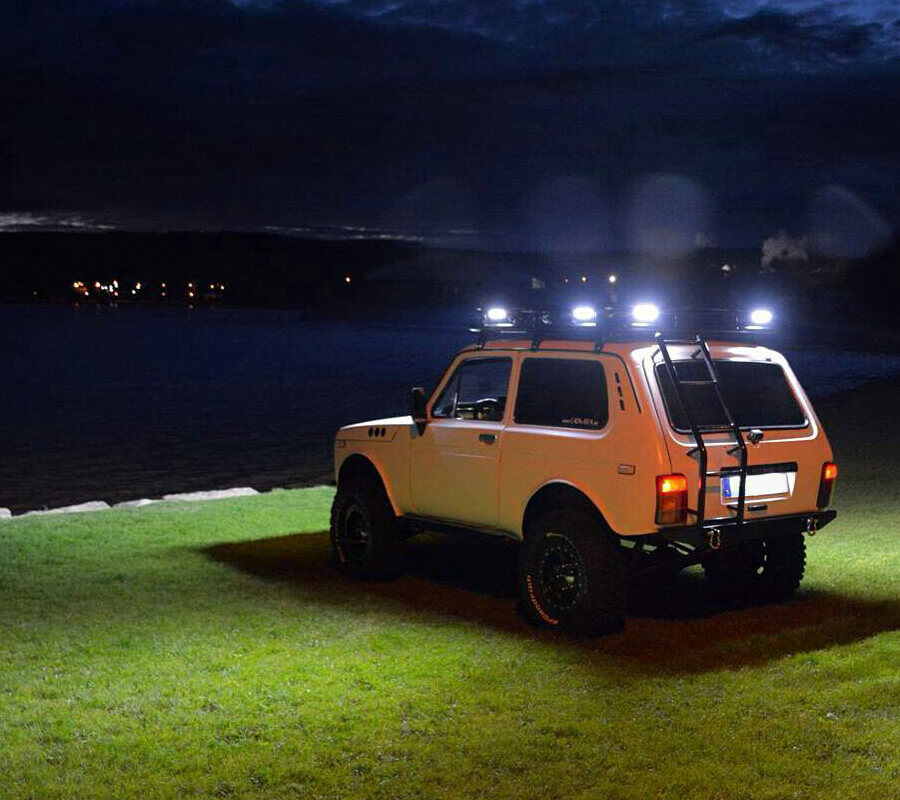 Lada niva led light bars mounted on the roof rack