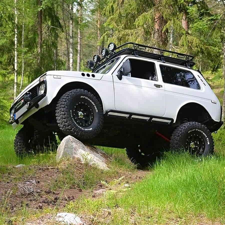 Lada Niva Rock Crawling