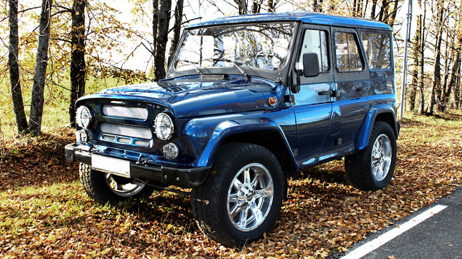 Uaz 469 with large off-road wheels
