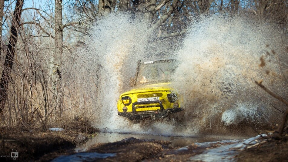 Yellow Uaz 469 River crossing