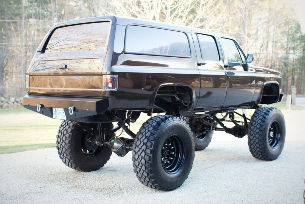 Chevy suburban 2500 lifted 30 inches