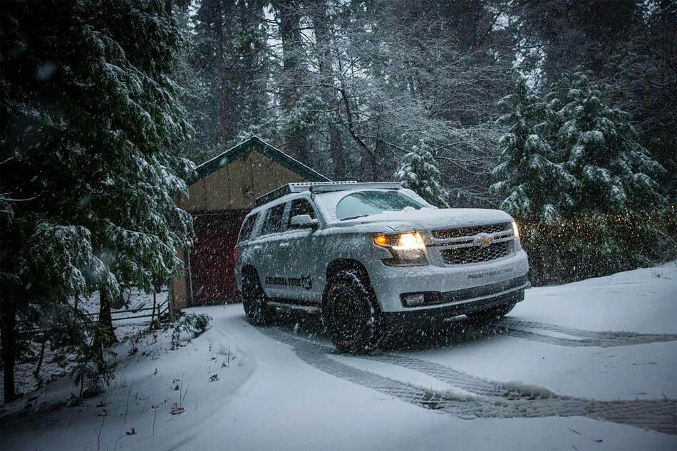 Chevy Tahoe lifted prerunner in winter