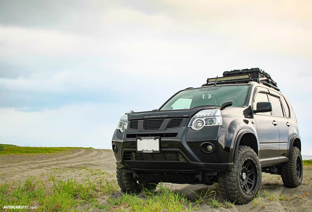 Lifted Nissan X-trail with off-road modifications