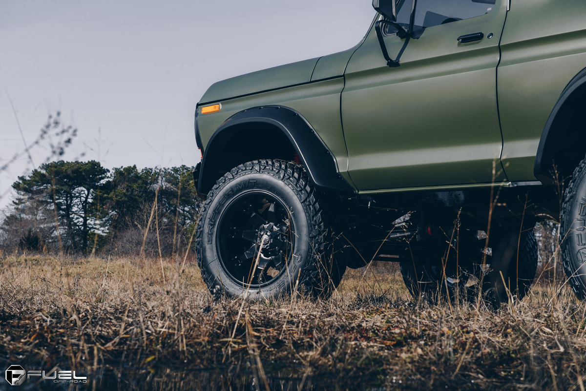 1978 Ford Bronco Front Fenders with Flares