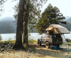 Off-road camping in Toyota BJ60 Landcruiser