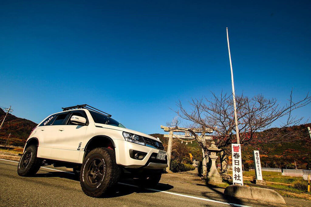 Suzuki Grand Vitara Black Off-road wheels