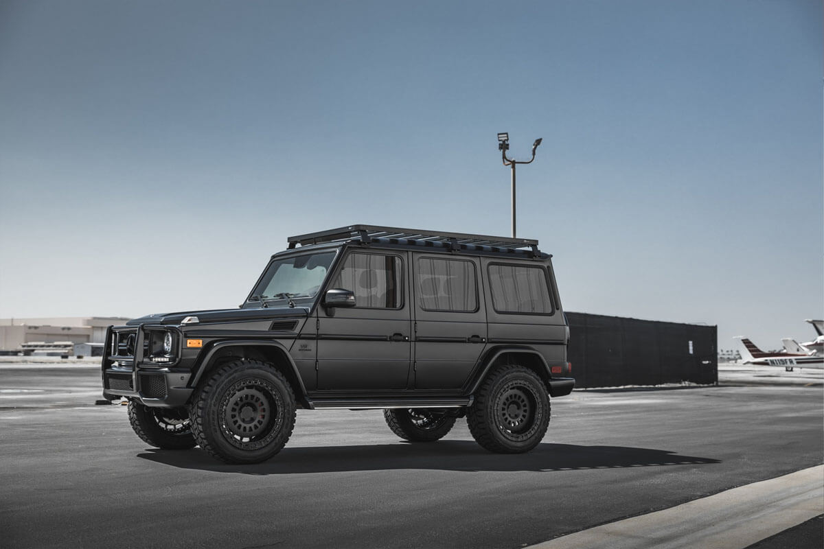 Lifted Mercedes G-Class with 33 Inch offroad tires and Rotiform SIX Rims