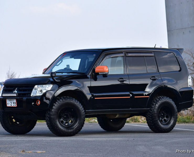 Lifted mitsubishi Montero with 33 inch offroad wheels