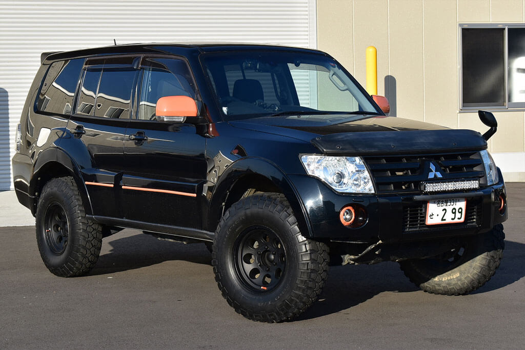Lifted Mitsubishi Pajero Wagon 2 Inch lift