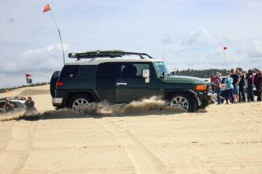 Toyota fj cruiser jumping dunes bottom out