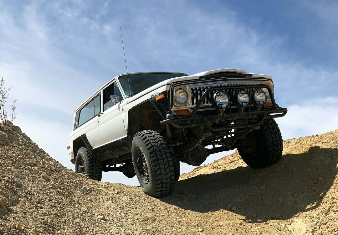Jeep Cherokee Chief 4 inch lif and offroad wheels