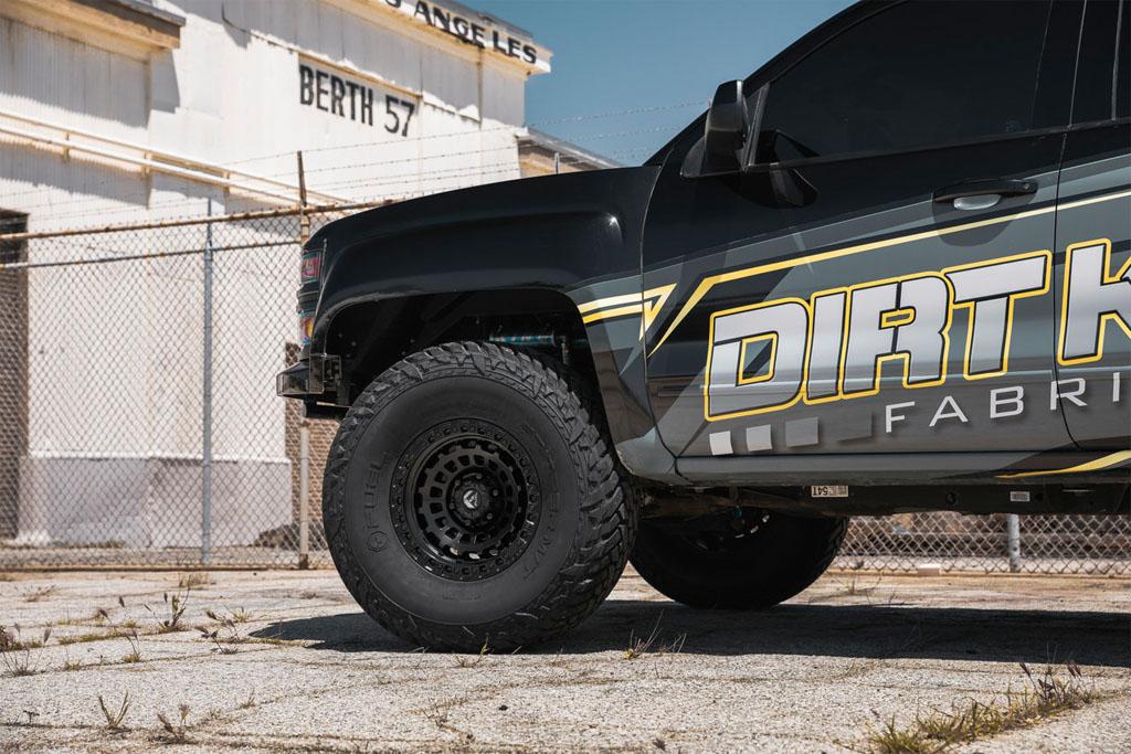 Fuel prerunner wheels and tires for desert offroad trucks