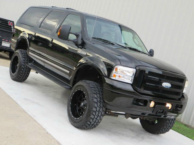 Ford Excursion 6 inch lift on 35 tires