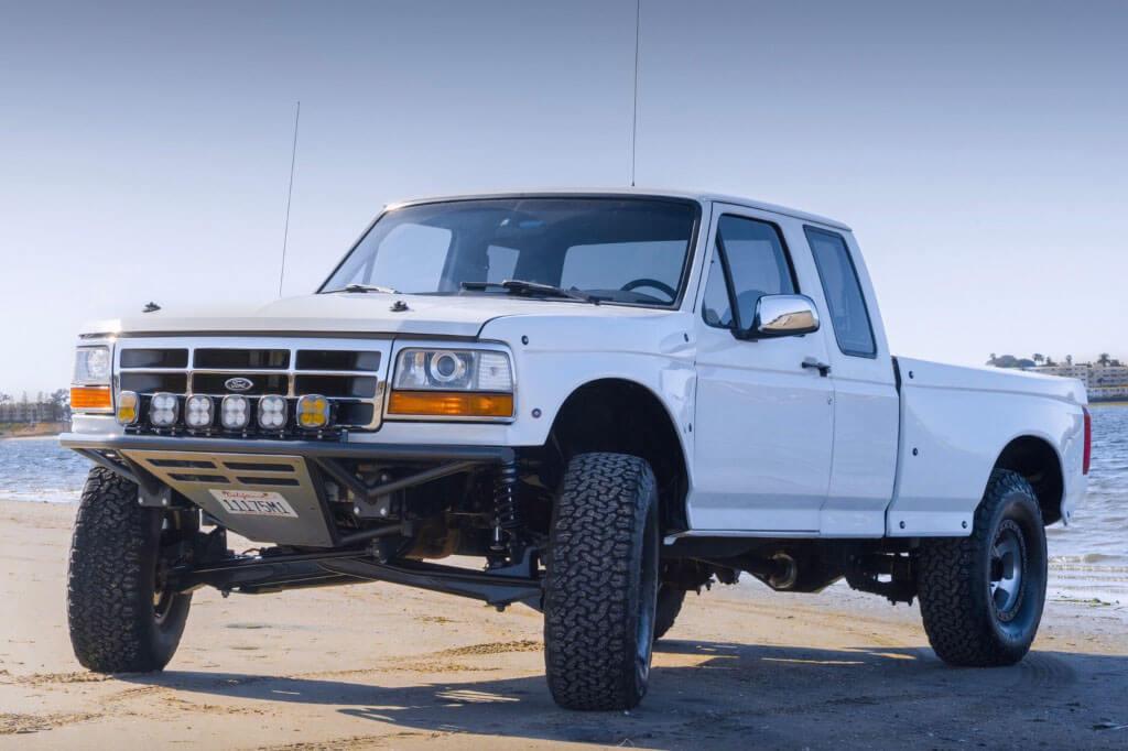OBS Prerunner Ford F150 Supercab white