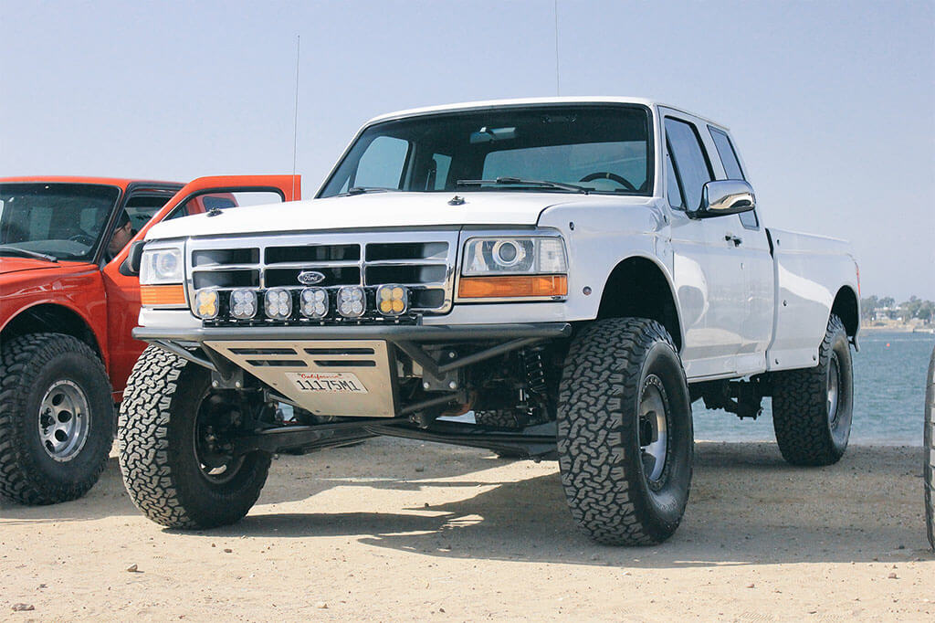 White obs ford F150 pre runner with camburg suspension and fox shocks