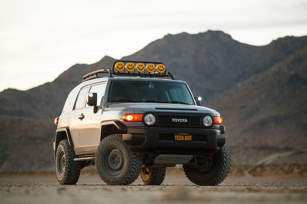 Larry Chan's Lifted Toyota FJ Cruiser on Analog HD rims by Fifteen52
