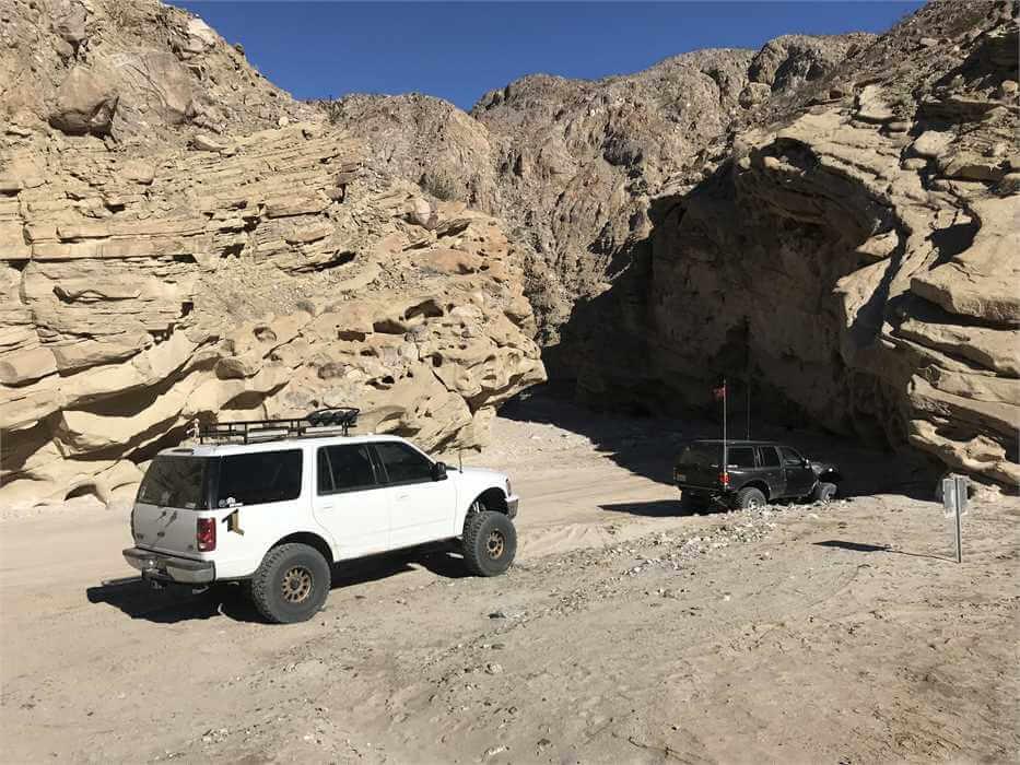 SUV prerunner in the desert