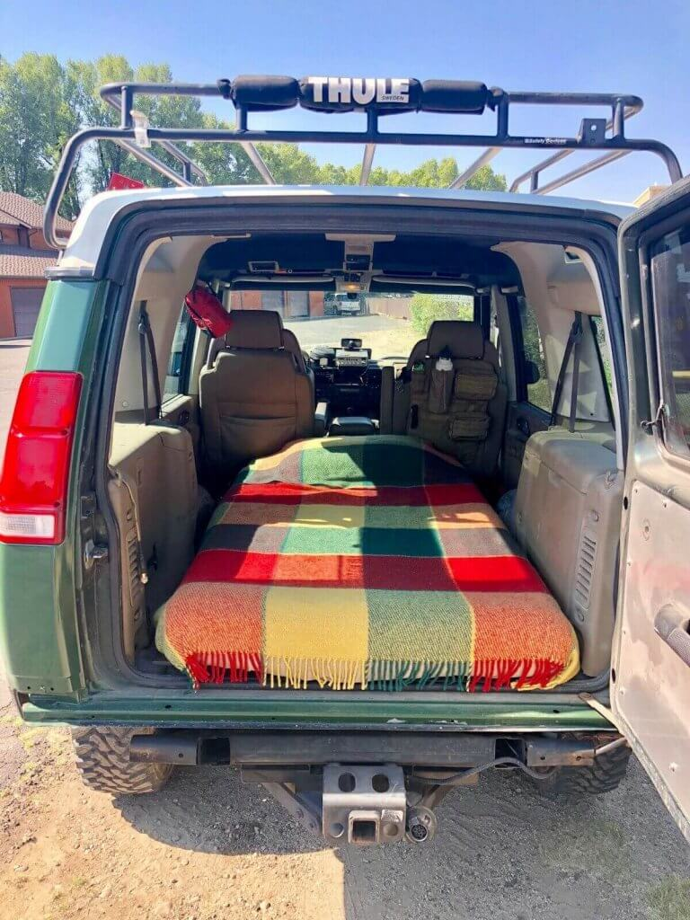 sleeping place in Land Rover Discovery 2