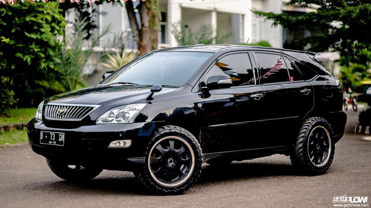 Rally style Lexus RX330 with overland mods