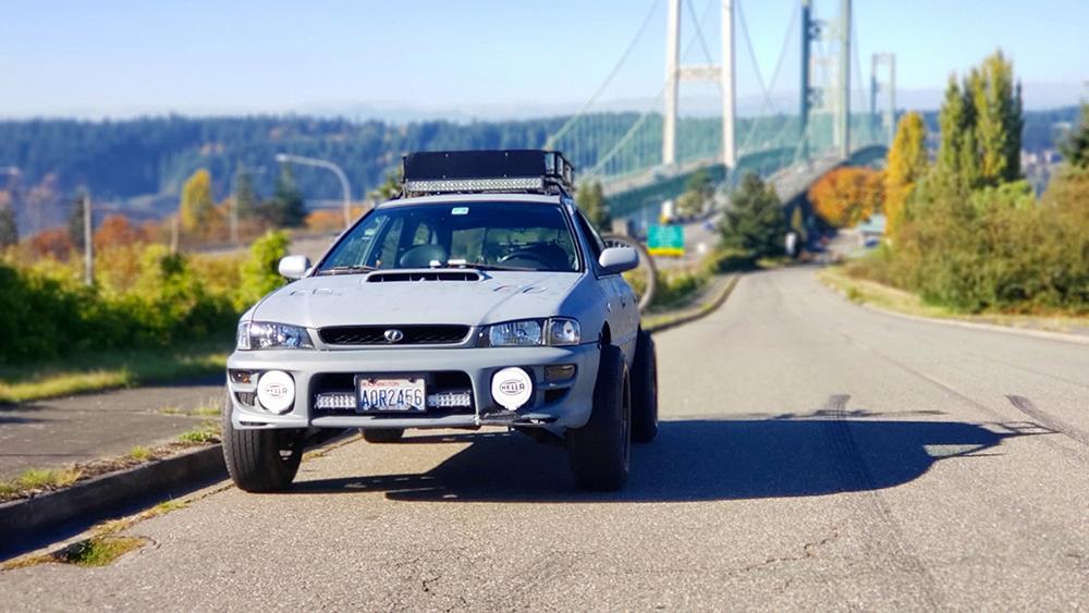 Subaru impreza Wagon first gen roof rack and LED lightbar