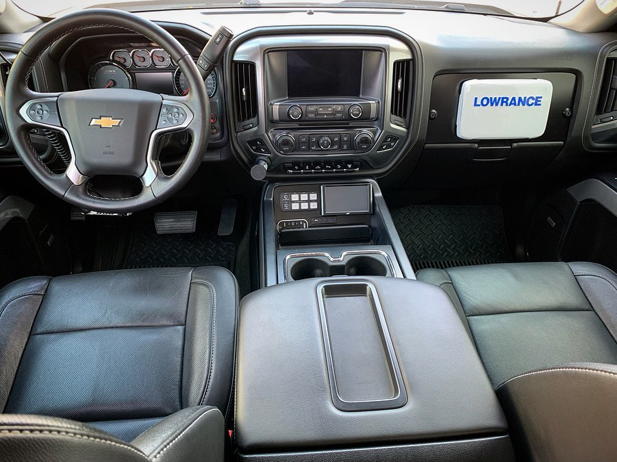 Prerunner truck with a Lowrance Elite 7 Ti GPS
