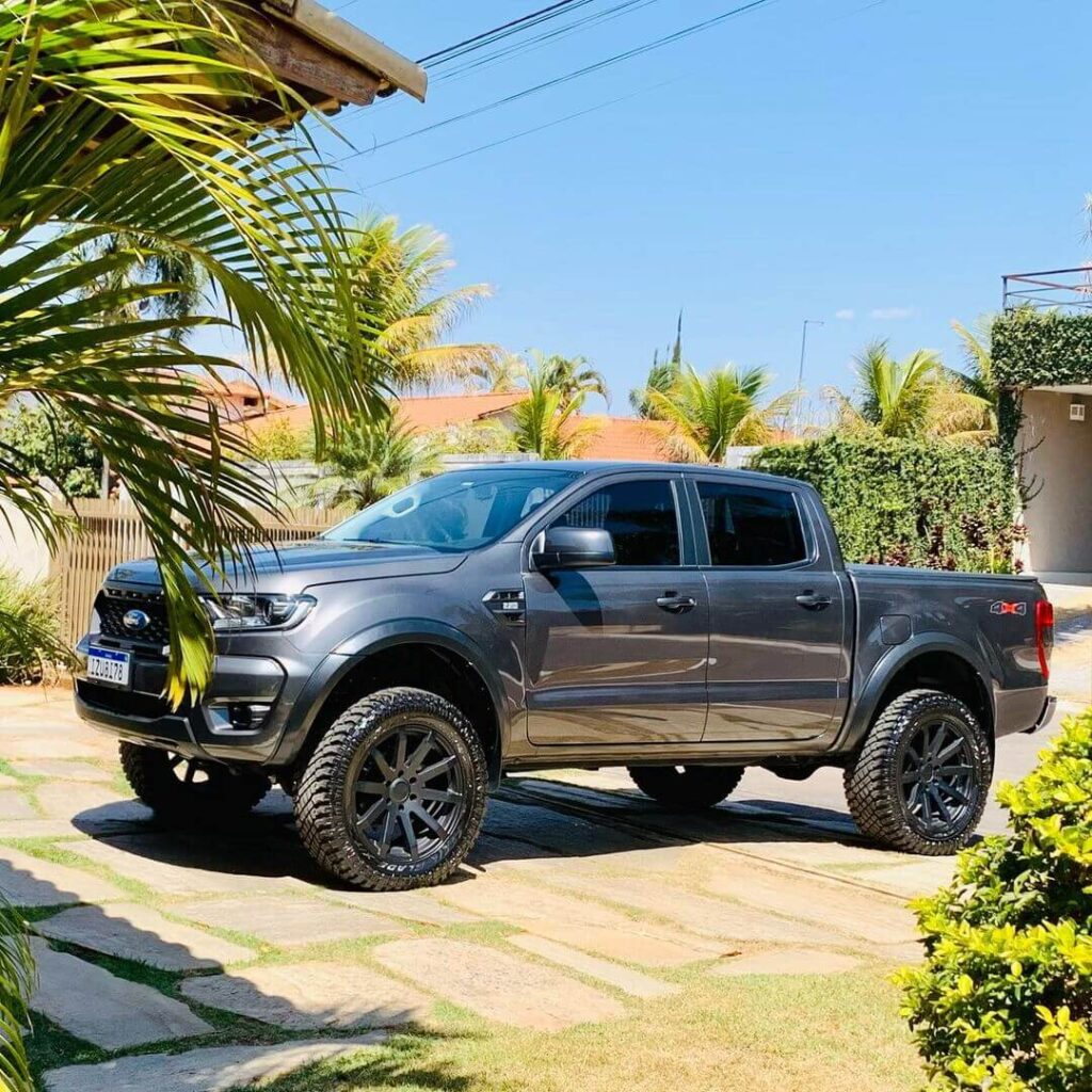 Lifted Ford Ranger T6 on 33 inch All-terrain tires