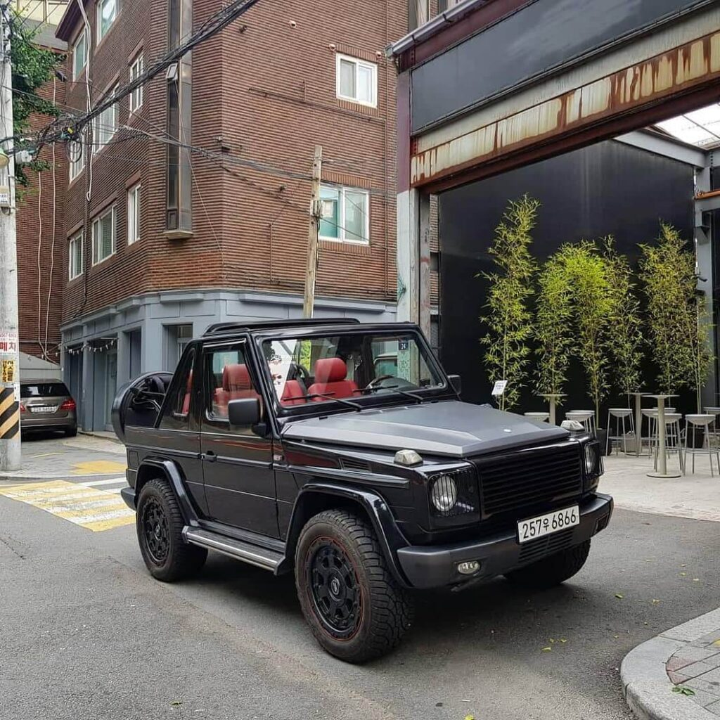 Mercedes G500 capriolet with red interior