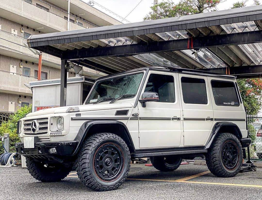 Mercedes G class with off-road mods