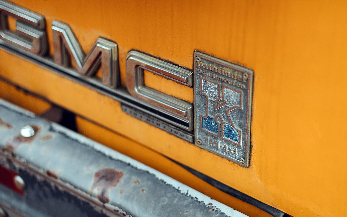 GMC 4x4 van Pathfinder edition