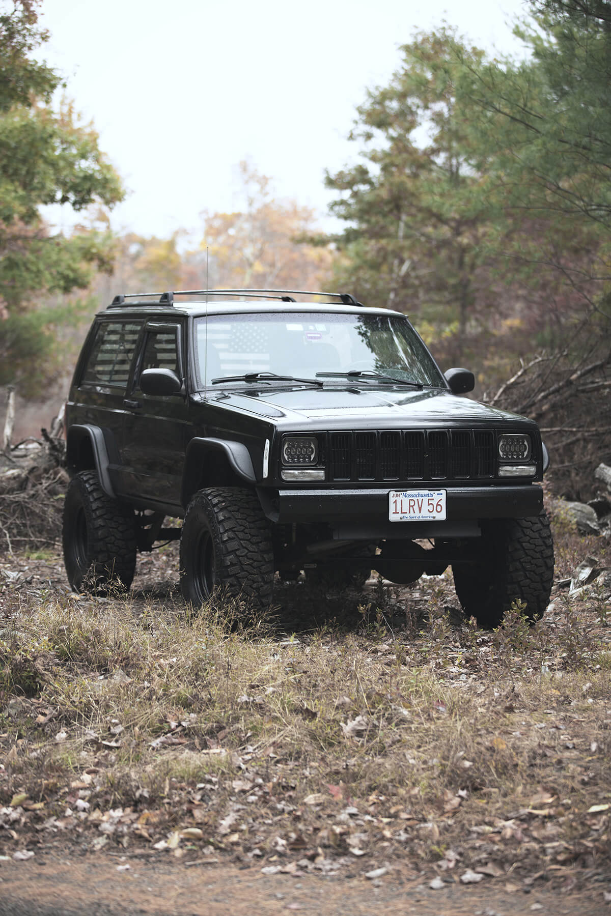 Lifted Jeep Cherokee XJ with Bushwacker flat flares