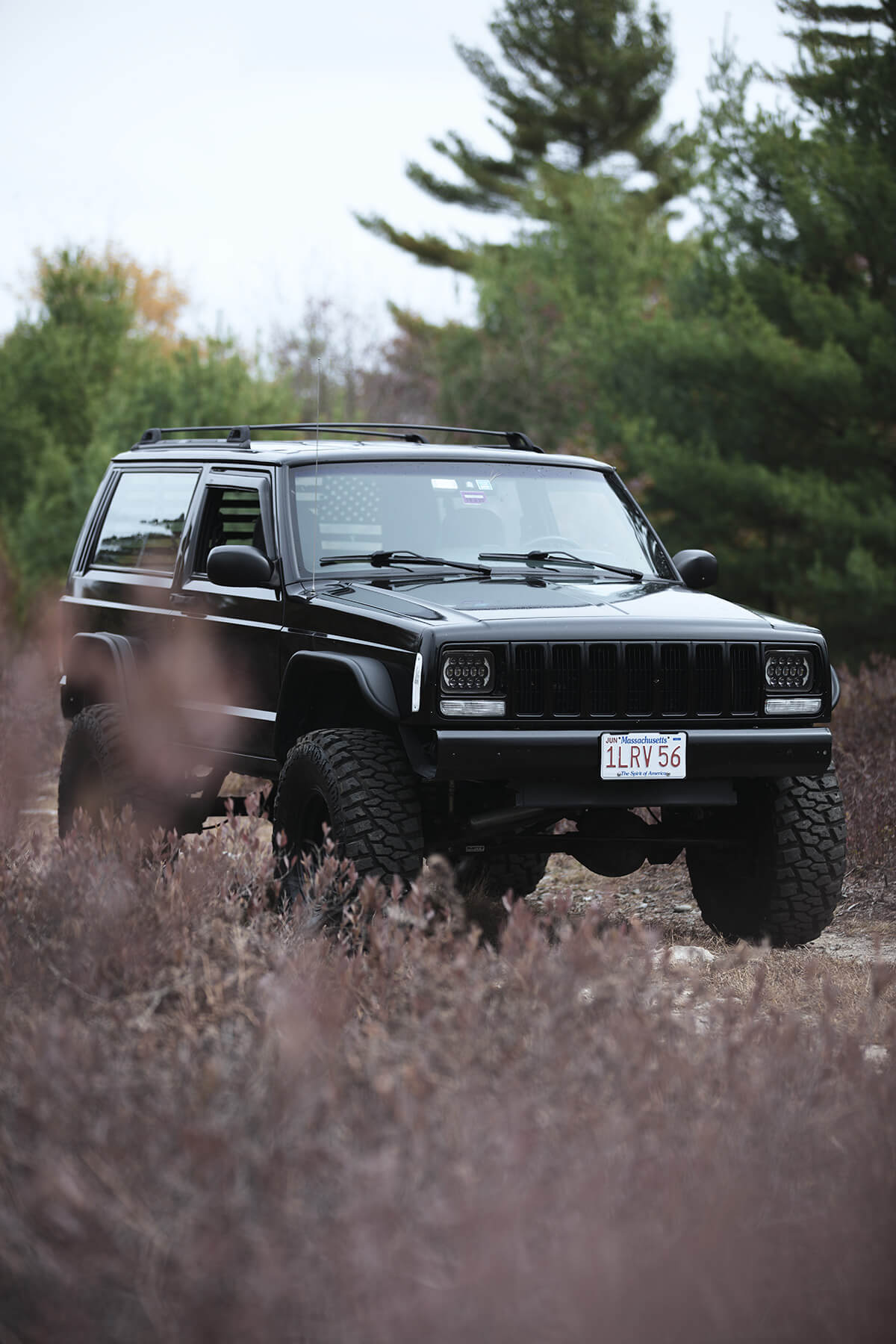 Lifted Jeep Cherokee XJ on 33x12.5 off-road tires