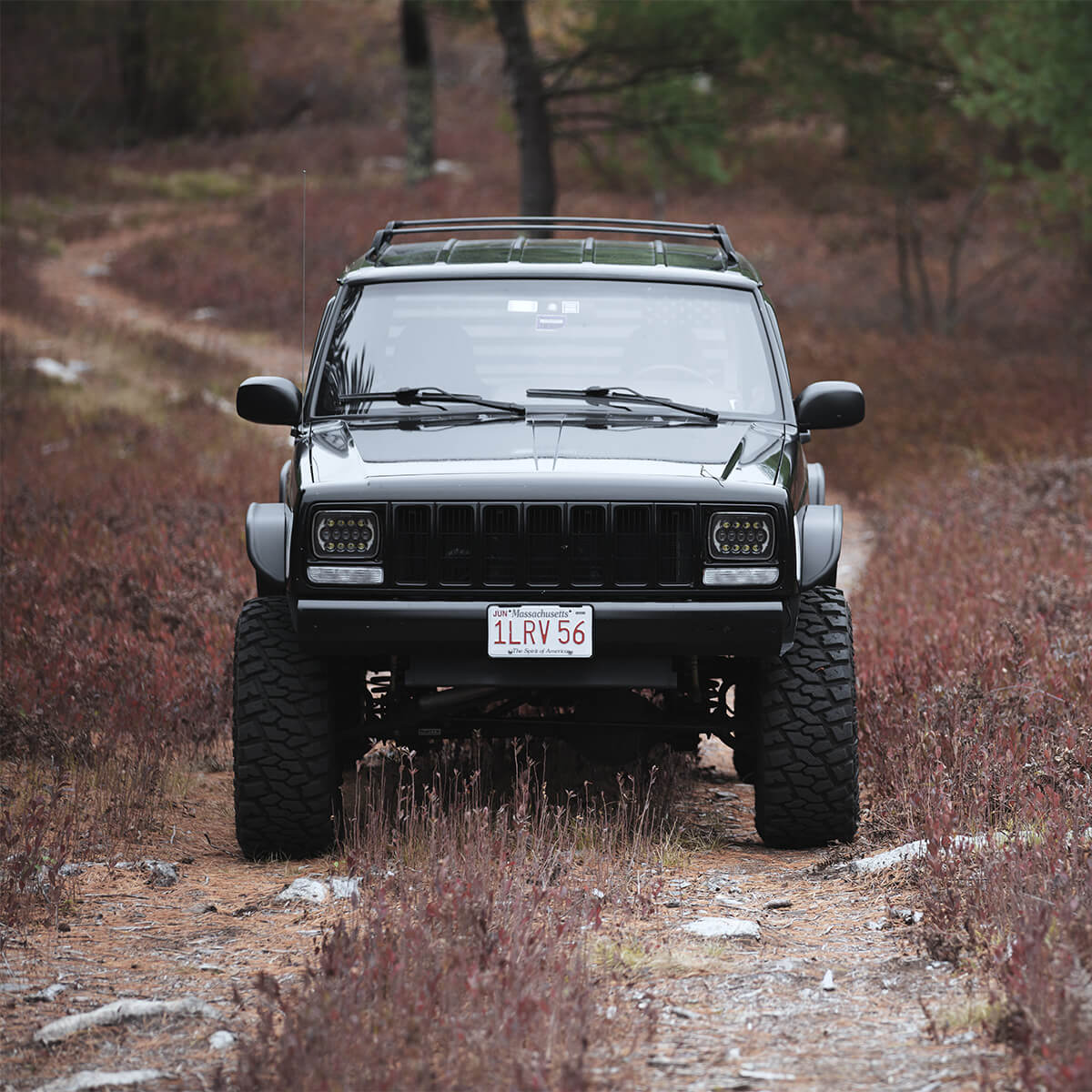 Badass lifted Jeep Cherokee XJ on 33 inch tires