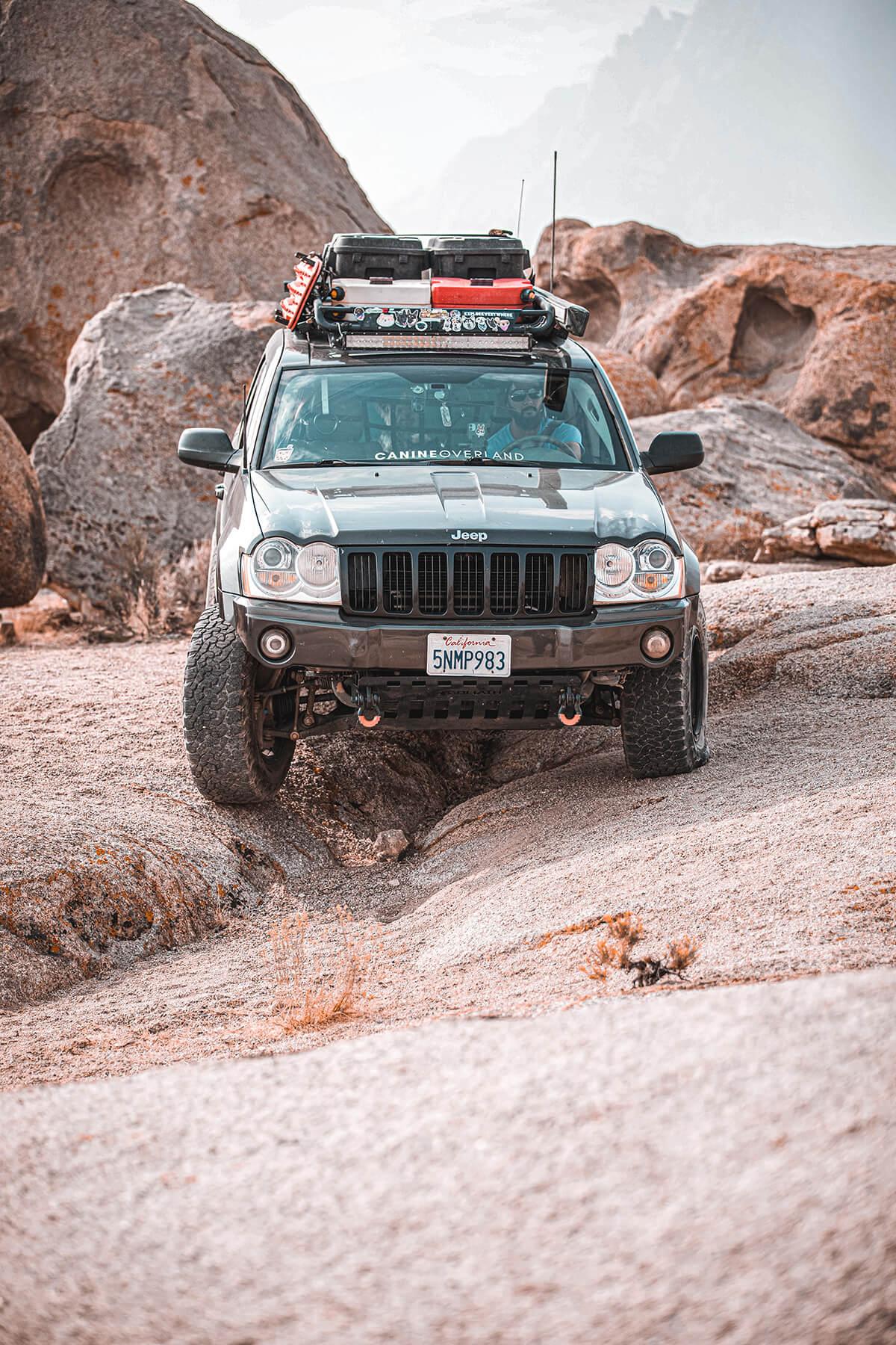 Jeep Grand Cherokee WK1 rock crawling