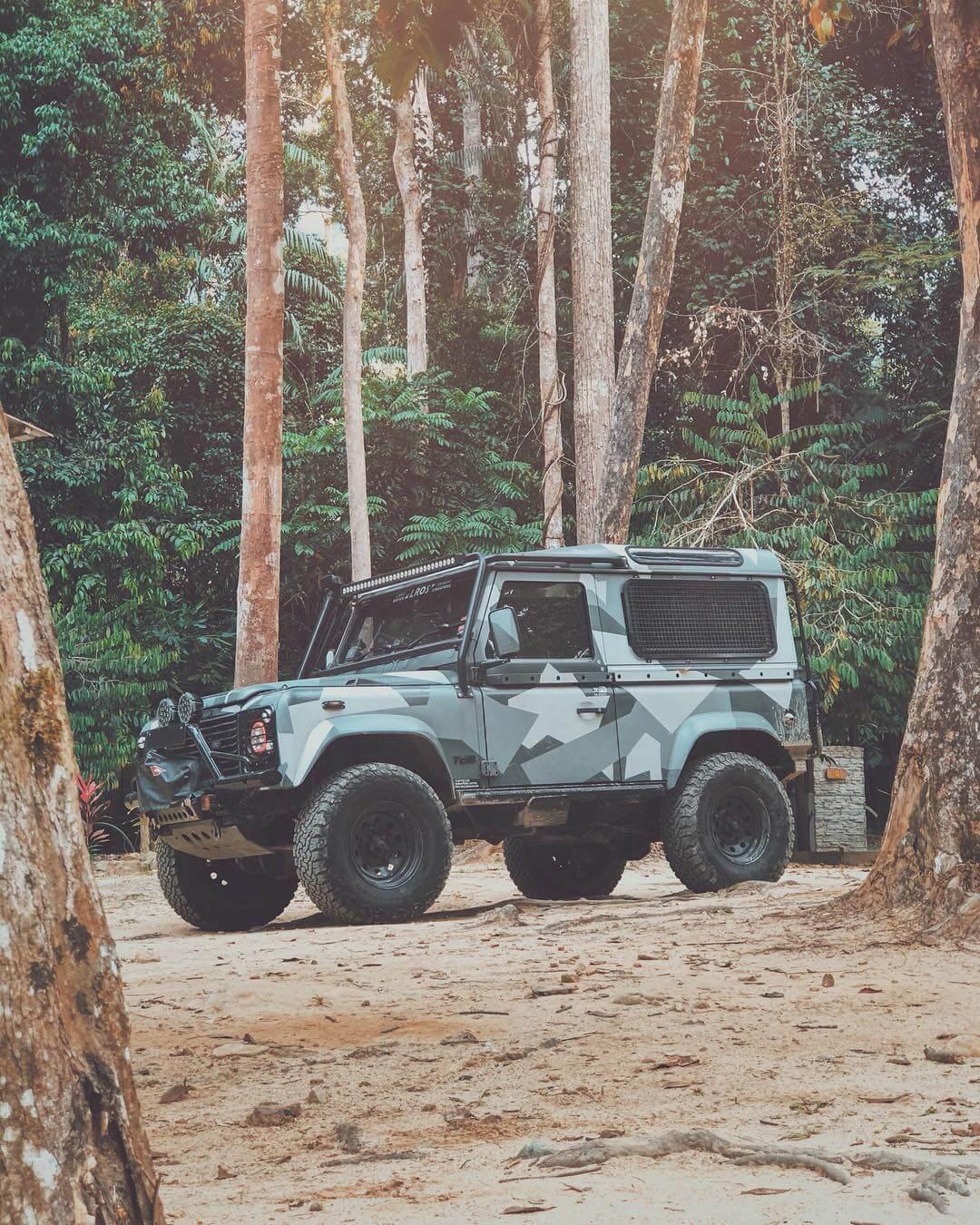Short Land Rover Defender