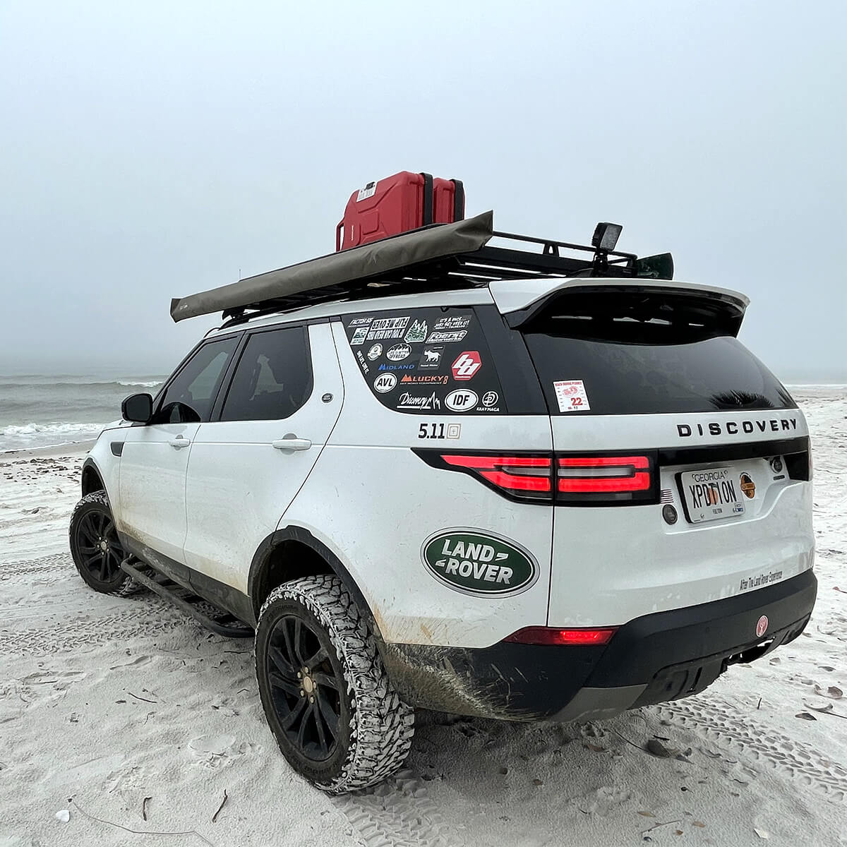 White Land Rover Discovery 5 side steps