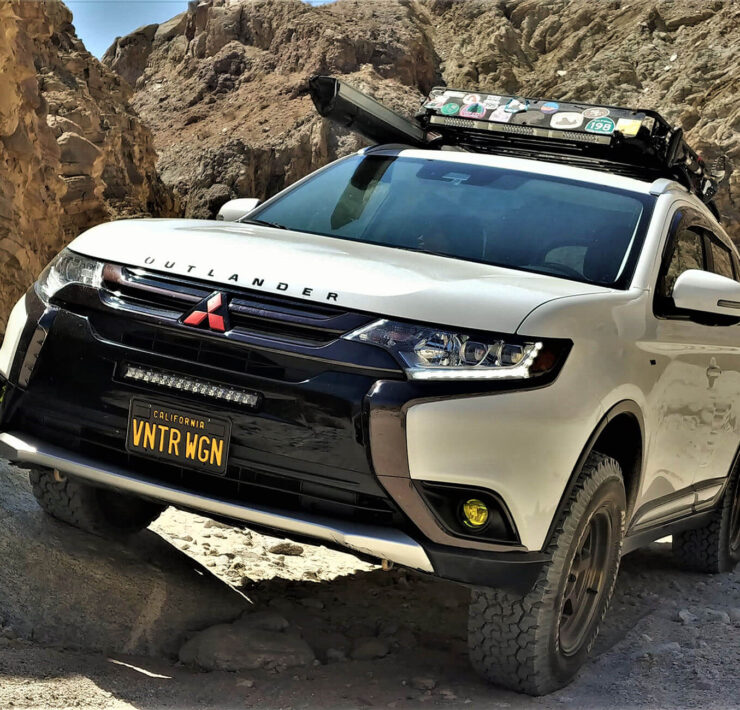 Lifted Mitsubishi Outlander With Off-road Mods – Living Up to Its Name
