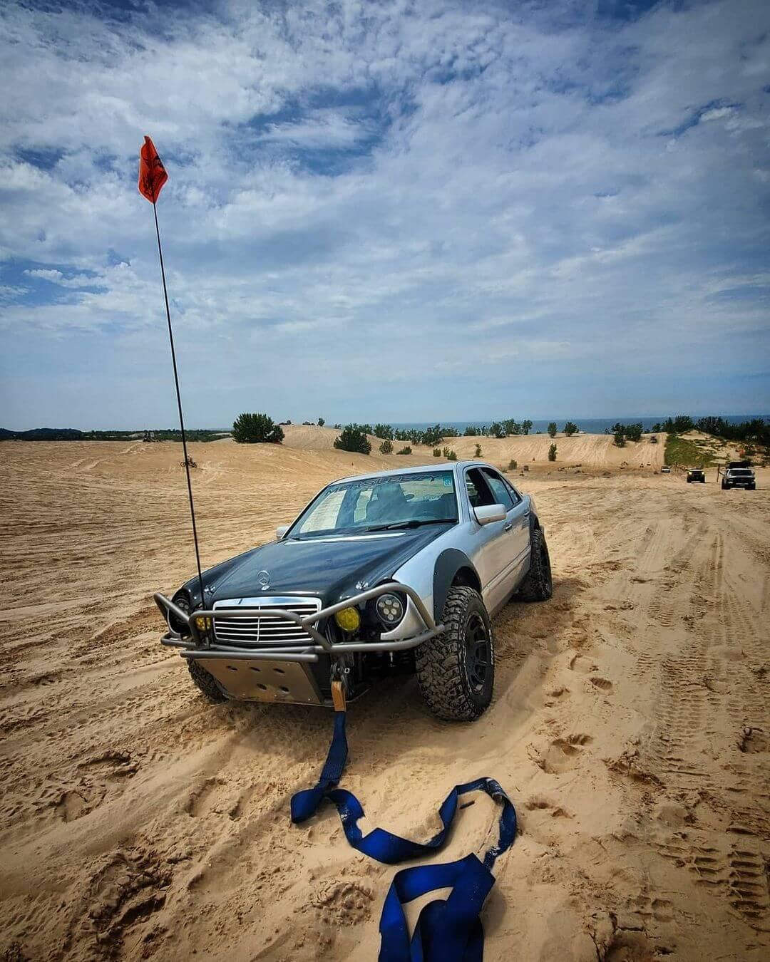 Mercedes E430 desert racing