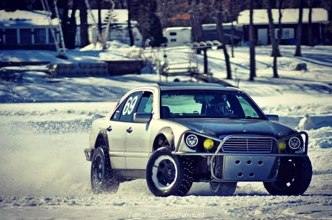 Mercedes E210 Drift in the snow