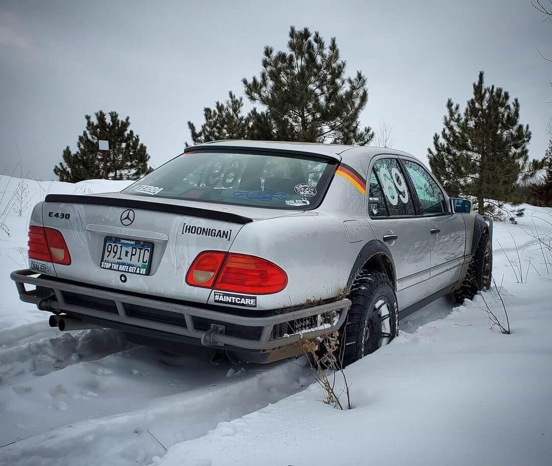 Mercedes E430 E210 RWD in the snow