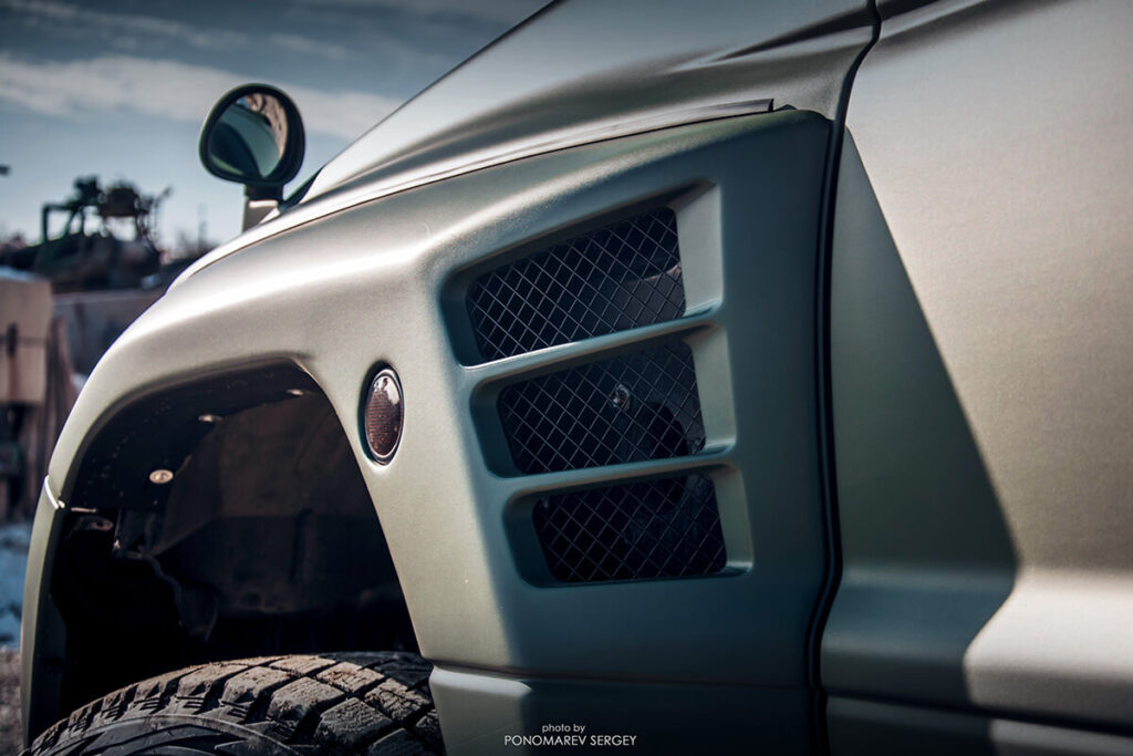 Mitsubishi Pajero Evolution wide fenders with air ducts