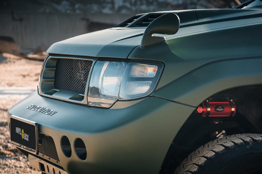 Mmc Mitsubishi Pajero Evolution Headlights and hood-mount mirrors