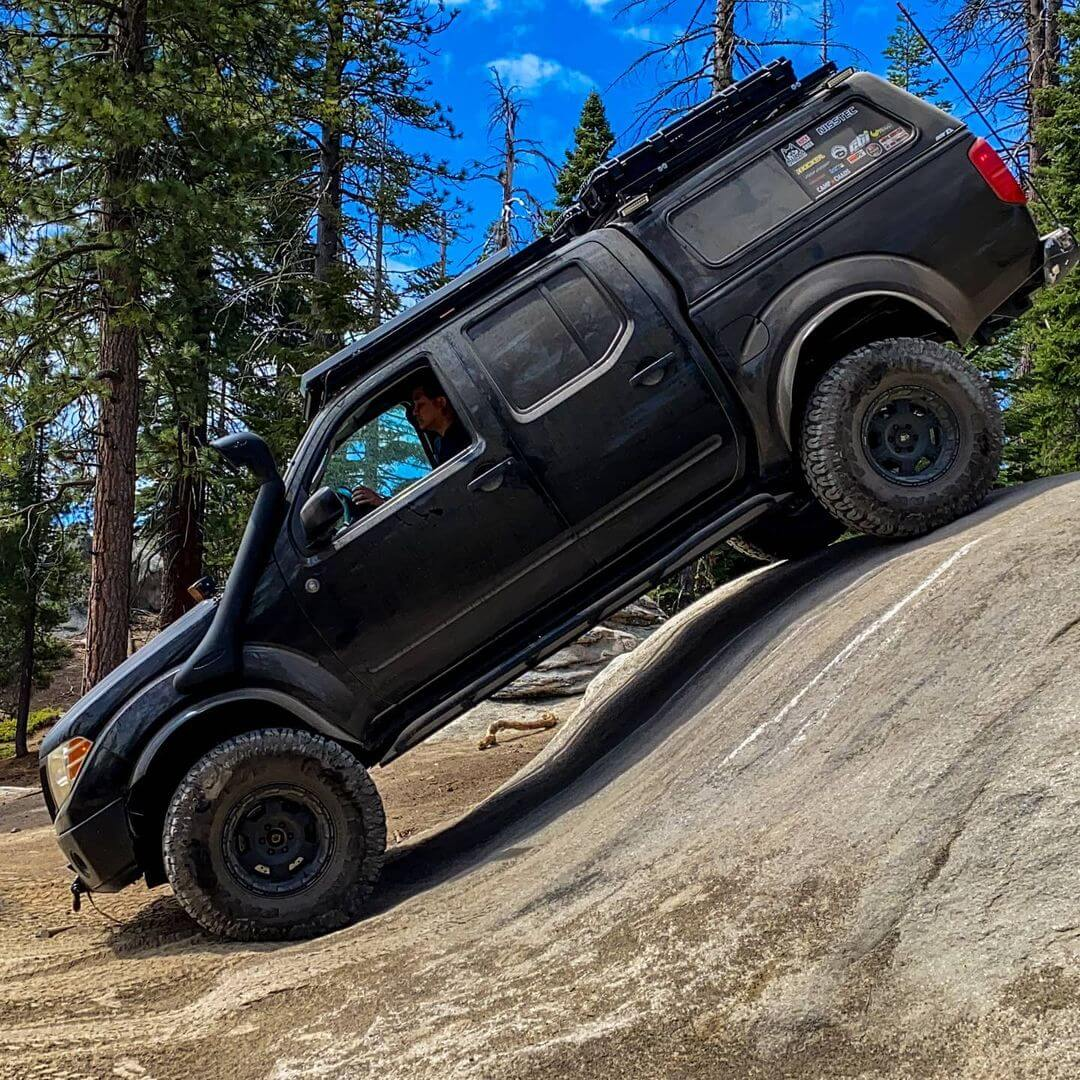 Nissan Frontier Rock crawling