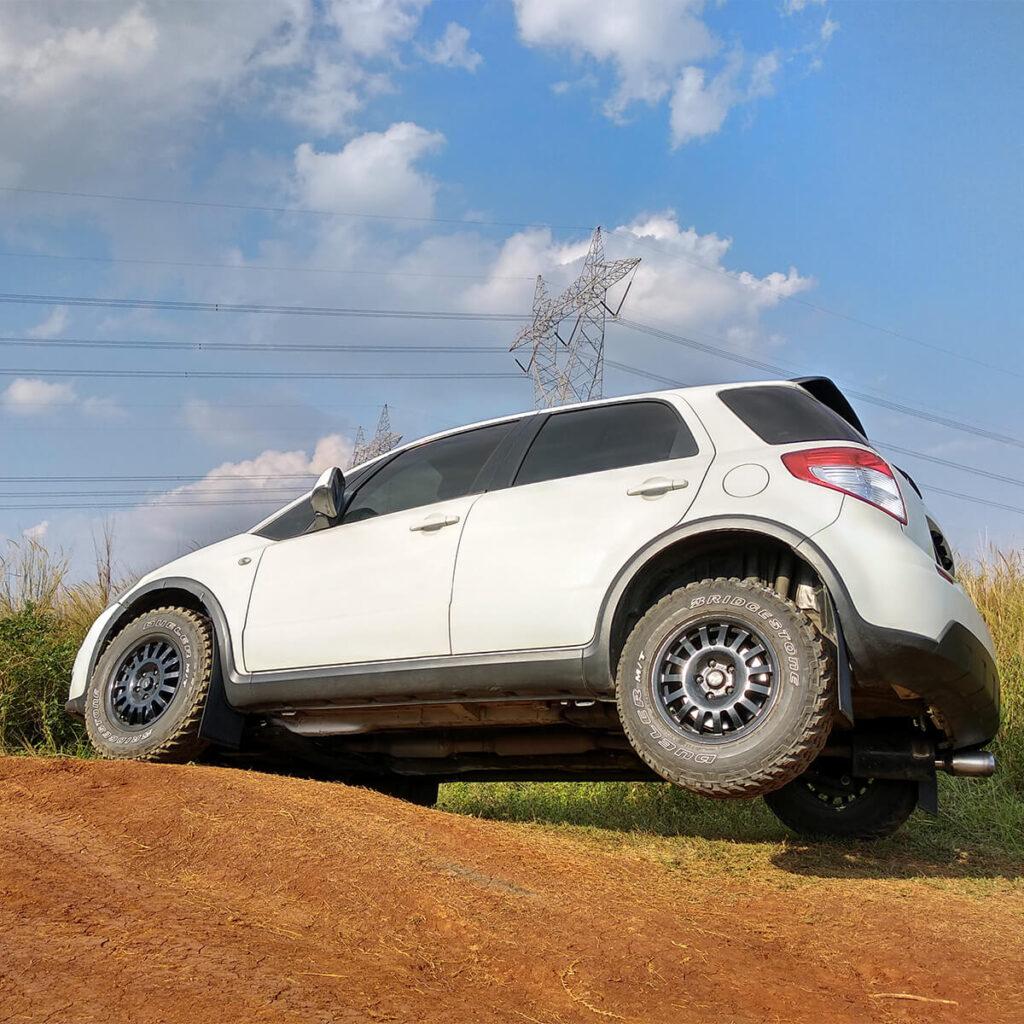 Lifted Suzuki SX4 Off-road wheels r15