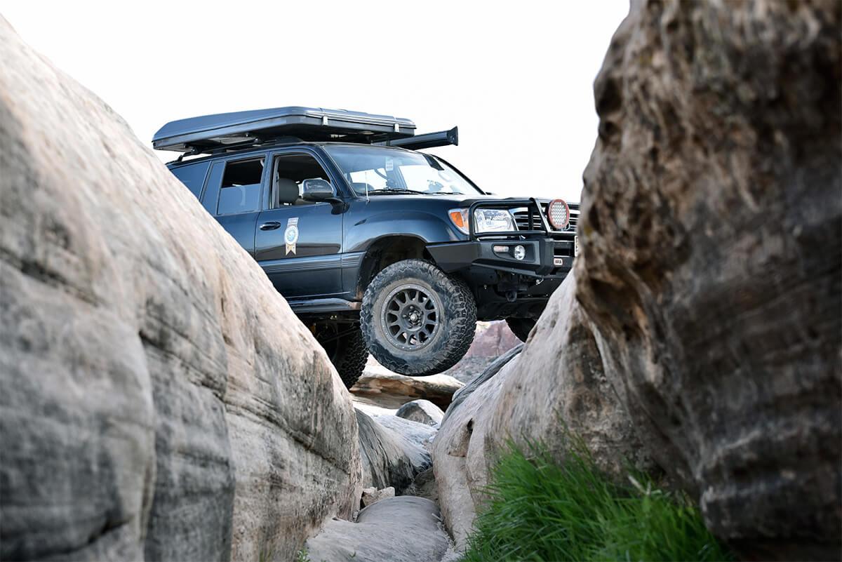 LC100 rock crawling