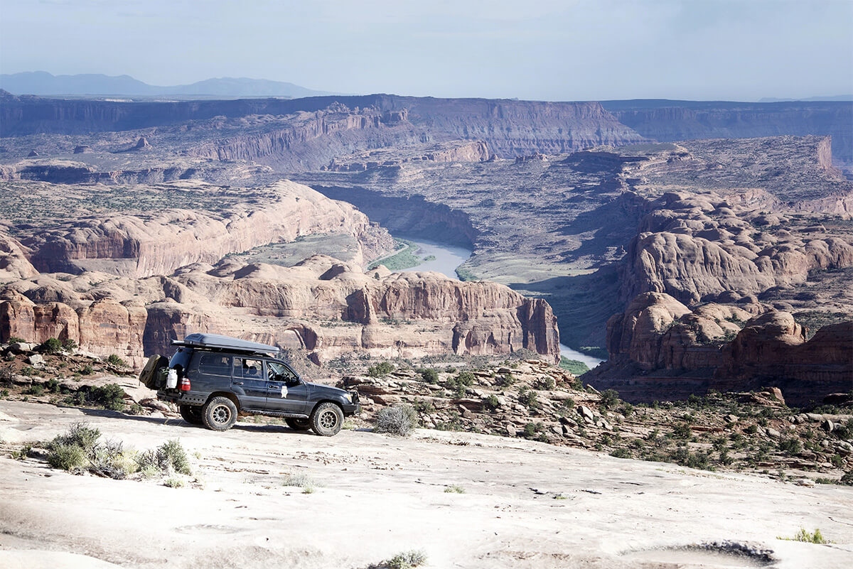Toyota Land Cruiser rock crawling