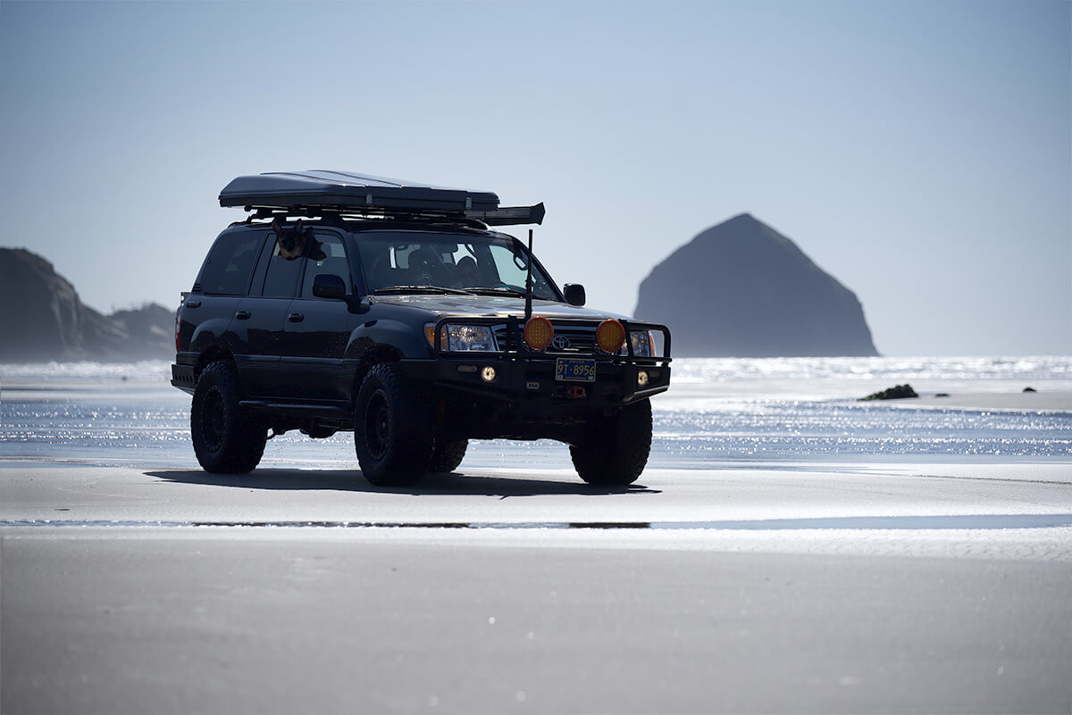 Sand driving in toyota land cruiser 100