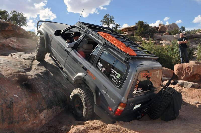 Toyota Land Cruiser 80 on 37s extreme rock crawling