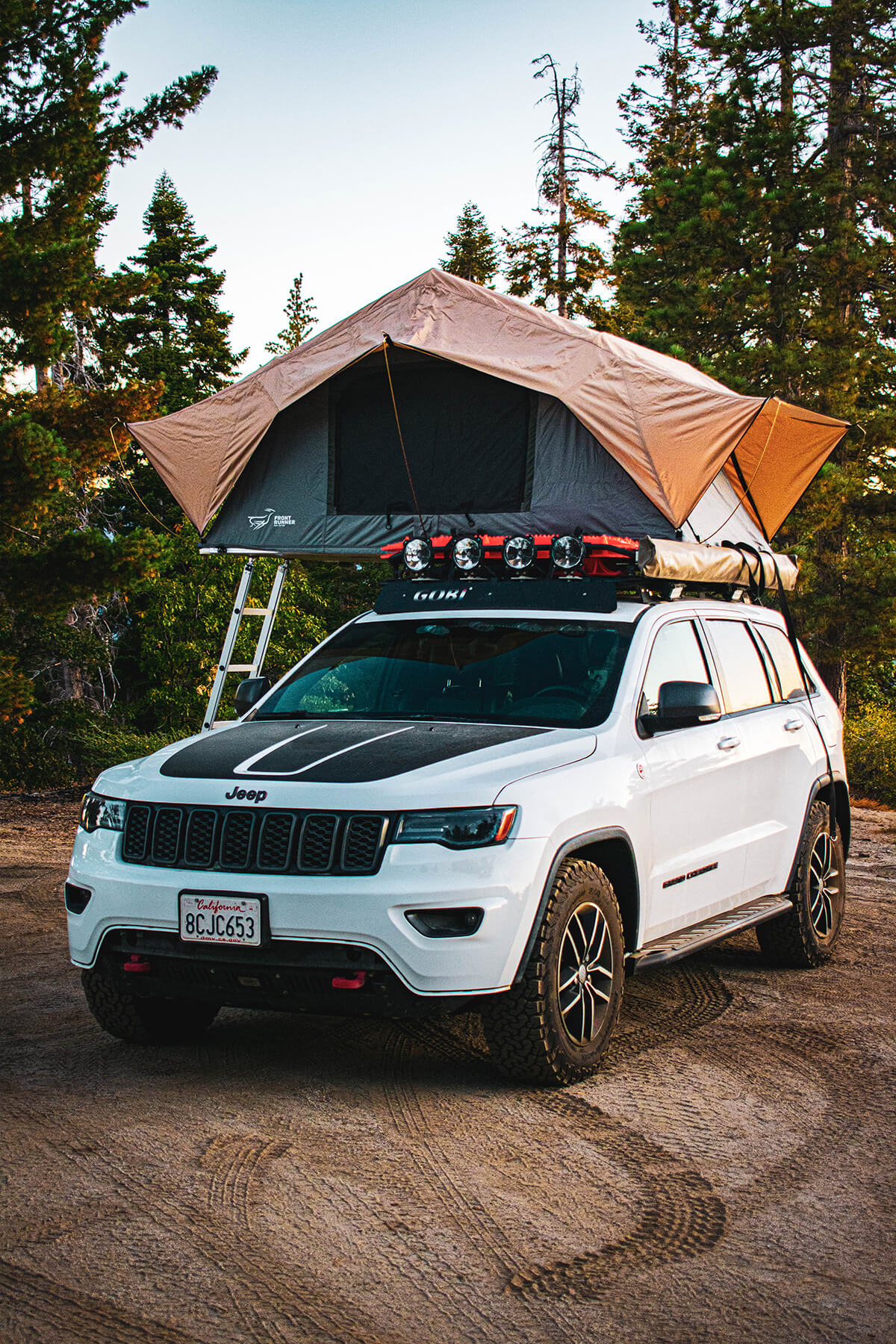 Front Runner Rooftop Tent on Jeep Grand Cherokee trailhawk